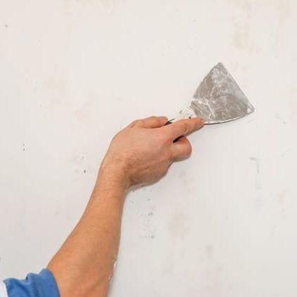 A picture of a worker blending drywall in Fremont CA